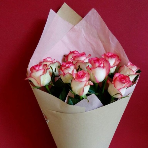 Bouquet of 11 pink roses Jumilia in the package