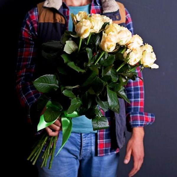 Bouquet of 15 cream roses
