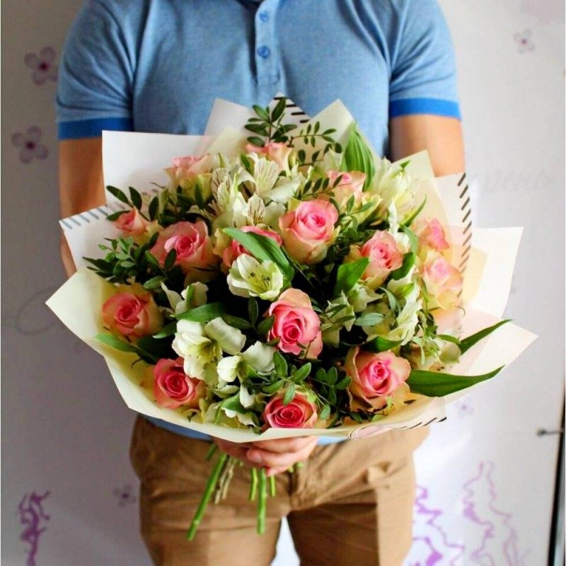 Bouquet of pink roses and alstroemeria