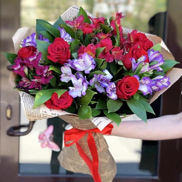 Bouquet of red roses and alstroemeria