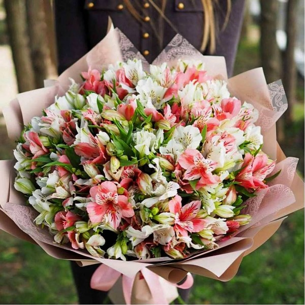 Bouquet tender Alstroemeria mix