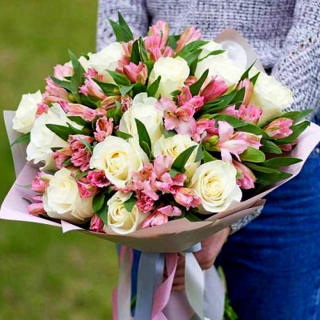Bouquet white roses ...