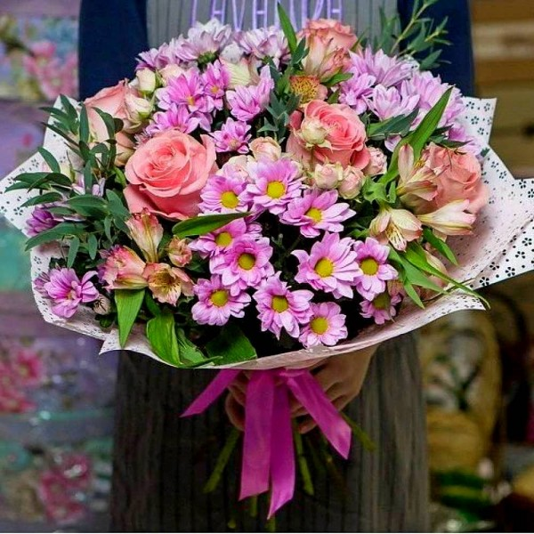 Bouquet of pink chrysanthemums, alstroemeria and roses