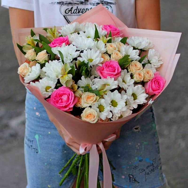 Bouquet of white chrysanthemums, alstroemeria and roses