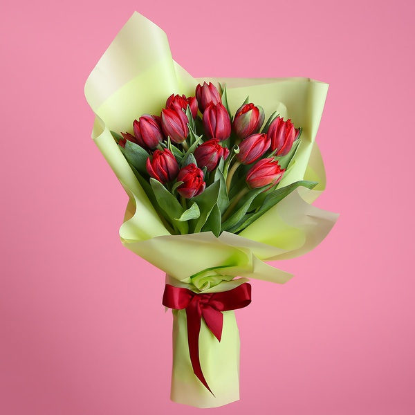 Bouquet of 15 red tulips